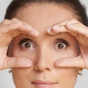 Vrásky očí a oční okolí